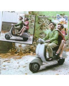 Motorroller mit 3 Personen