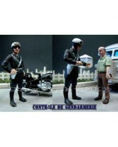 2 Polizisten bei der Verkehrskontrolle