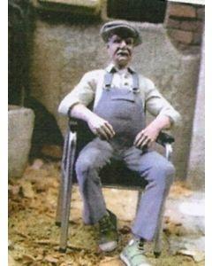 Mann auf Stuhl