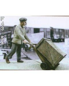 Mann mit Sackkarre und 3 Kisten